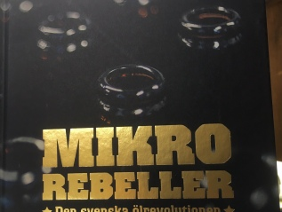 Mikrorebeller – Den svenska ölrevolutionen. Mikrorebeller – The Swedish craft beer revolution.